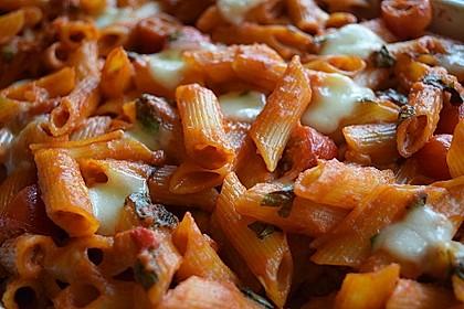 Cremiger Nudelauflauf mit Tomaten und Mozzarella 13