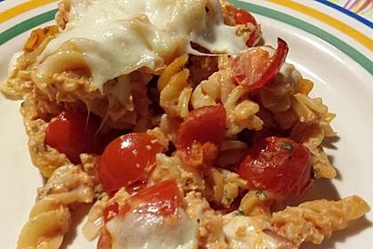 Cremiger Nudelauflauf mit Tomaten und Mozzarella 165