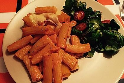Cremiger Nudelauflauf mit Tomaten und Mozzarella 130