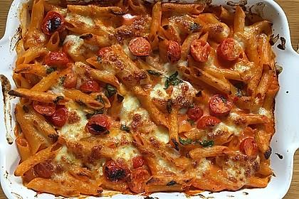 Cremiger Nudelauflauf mit Tomaten und Mozzarella 131