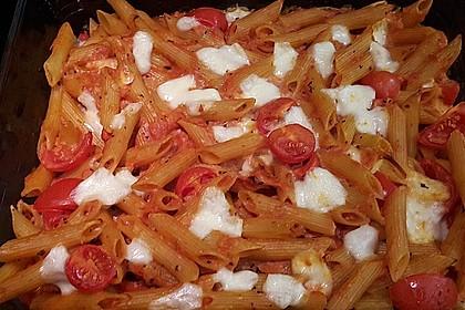 Cremiger Nudelauflauf mit Tomaten und Mozzarella 170