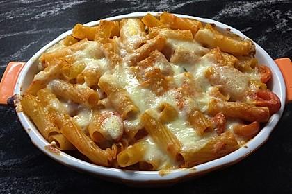 Cremiger Nudelauflauf mit Tomaten und Mozzarella 169