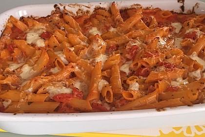 Cremiger Nudelauflauf mit Tomaten und Mozzarella 200