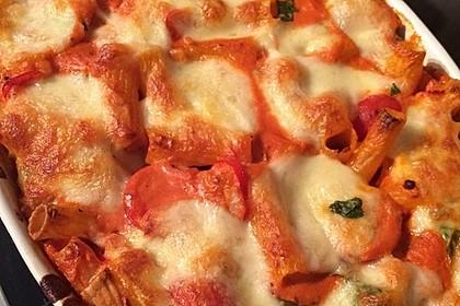 Cremiger Nudelauflauf mit Tomaten und Mozzarella 154