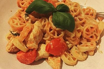 Cremiger Nudelauflauf mit Tomaten und Mozzarella 208