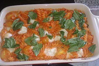 Cremiger Nudelauflauf mit Tomaten und Mozzarella 140