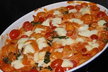 Cremiger Nudelauflauf mit Tomaten und Mozzarella 158