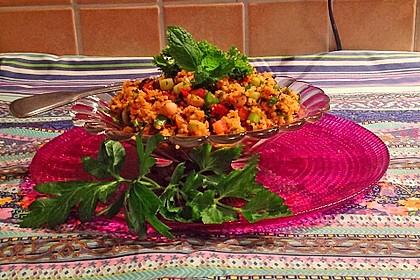 Couscous Salat mit frischer Minze, Petersilie, Frühlingszwiebel, Tomate, Gurke 2