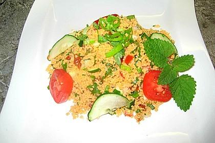 Couscous Salat mit frischer Minze, Petersilie, Frühlingszwiebel, Tomate, Gurke 3