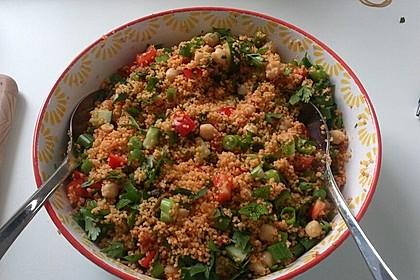 Couscous Salat mit frischer Minze, Petersilie, Frühlingszwiebel, Tomate, Gurke 7