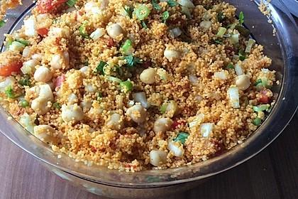 Couscous Salat mit frischer Minze, Petersilie, Frühlingszwiebel, Tomate, Gurke 8