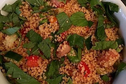 Couscous Salat mit frischer Minze, Petersilie, Frühlingszwiebel, Tomate, Gurke 4