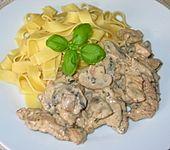 Puten-Pilz-Geschnetzeltes in Käsesauce (Bild)