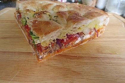 Gefülltes Fladenbrot mit Hackfleisch, Paprikaschoten, Tomaten und Fetakäse 2