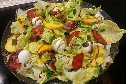 Bunter Blattsalat mit Pfirsichen 3