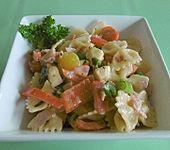 Paprika-Tomaten-Nudelsalat mit Mozzarella (Bild)