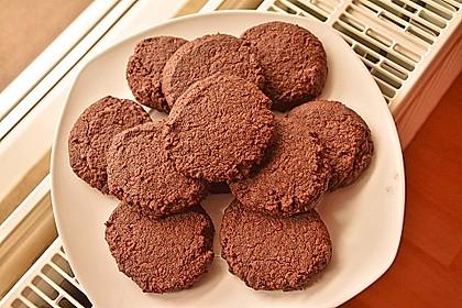 Vegane American Schoko-Cookies mit gehackten Mandeln