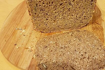Roggen-Sauerteig-Mischbrot, gebacken im Brotbackautomaten (Bild)