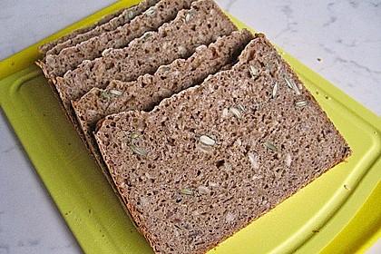 Roggen-Sauerteig-Mischbrot, gebacken im Brotbackautomaten