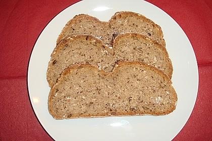 Roggen-Sauerteig-Mischbrot, gebacken im Brotbackautomaten 2