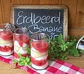 Erdbeerdessert mit Banane und Eierlikör (Bild)