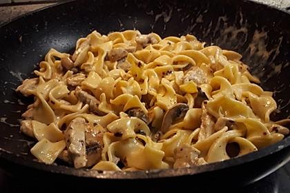 Bandnudeln in Weißweinsauce mit Hühnchen (Bild)