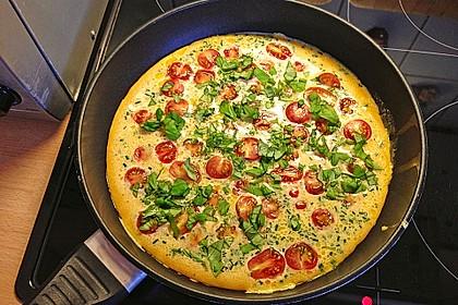 Omelett mit Tomaten und Salami