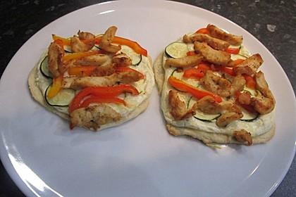 Flammkuchen mit Gemüse und Putenbrustfilet 9