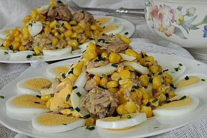 Eiersalat mit Mais und Thunfisch (Bild)