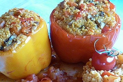 Gefüllte Paprika mit Couscous-Möhrengemüse