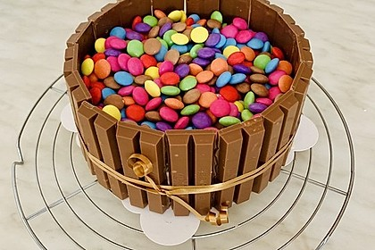 Schokoladen-Kitkat-Smartiestorte (Bild)