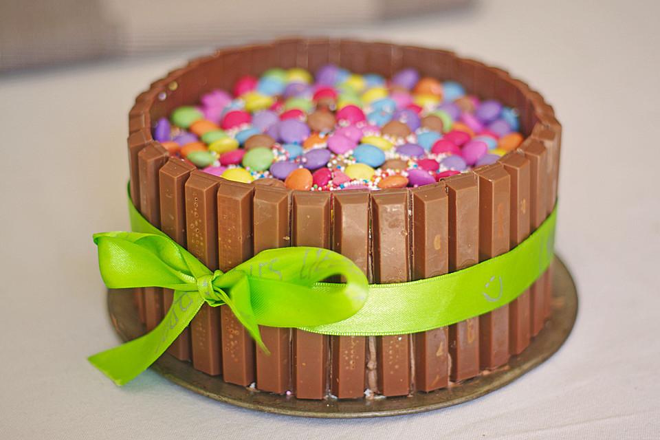 Schokoladen Kitkat Smartiestorte Von Larissafdl Chefkoch De