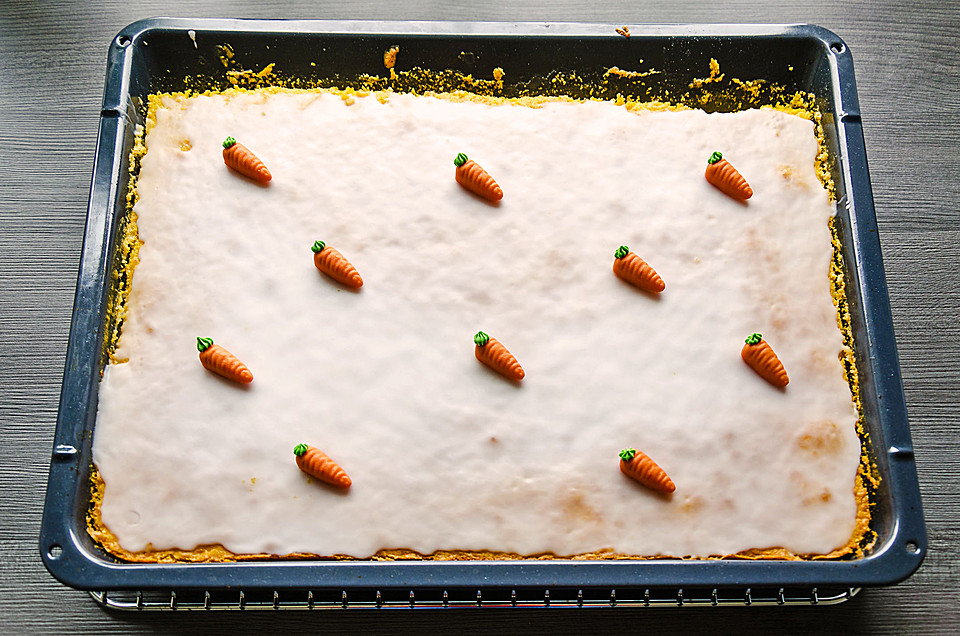 Karottenkuchen Vom Blech Mit Zitronenguss Von Lilanehh Chefkoch De