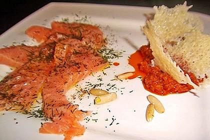 Carpaccio vom Lachs mit Tomatenpesto und Parmesanchips 1