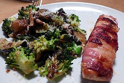 Lachs von Bacon umrollt, mit pikanter Gemüsepfanne und Feta-Käse 14