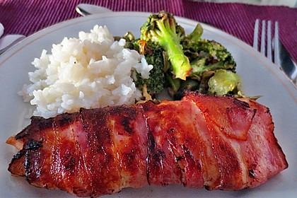 Lachs von Bacon umrollt, mit pikanter Gemüsepfanne und Feta-Käse 2