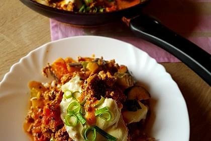 Hackfleischpfanne mit Tomaten und Gemüse 8