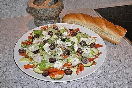 Griechischer Bauernsalat mit Feta 10