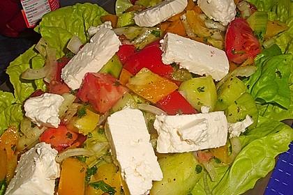 Griechischer Bauernsalat mit Feta 11