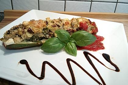 Zucchini mit Mangold-Couscous-Fülle