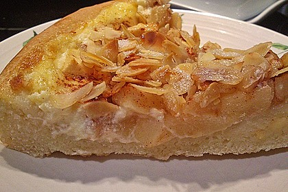 Gartenliebes Herbstkuchen mit Quitten, Äpfeln und Zimt-Zucker-Mandelkruste 1