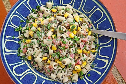 krümeltigeres Nudeln mit Linsen und Mais