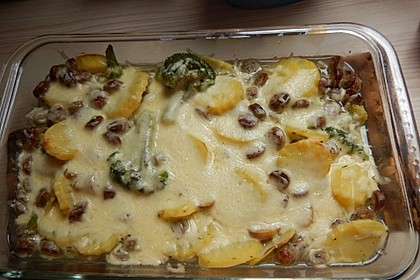 Kartoffel-Bratwurst-Auflauf mit Nürnberger Würstchen, Champignons und Brokkoli 1