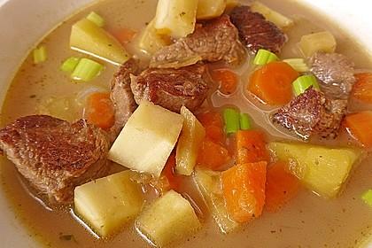 Gemüse-Fleisch-Topf: Rindergulasch mit Pastinaken, Süßkartoffeln und Möhren 1