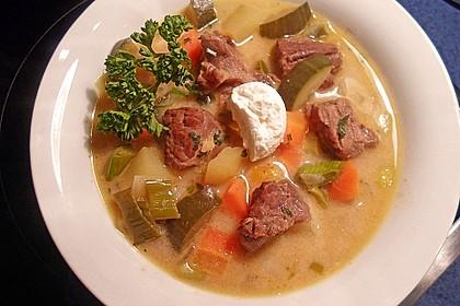 Gemüse-Fleisch-Topf: Rindergulasch mit Pastinaken, Süßkartoffeln und Möhren 3