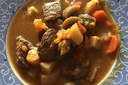 Gemüse-Fleisch-Topf: Rindergulasch mit Pastinaken, Süßkartoffeln und Möhren