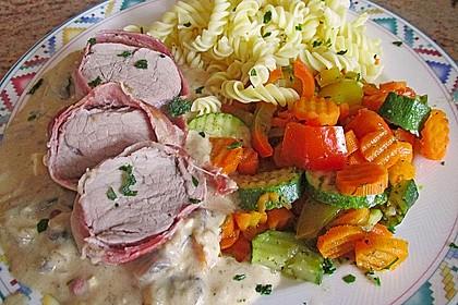 Schweinefilet im Speckmantel mit sahniger Champignon-Käsesoße 1