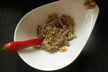Scharfe grüne Bohnen mit Walnüssen und Knoblauch
