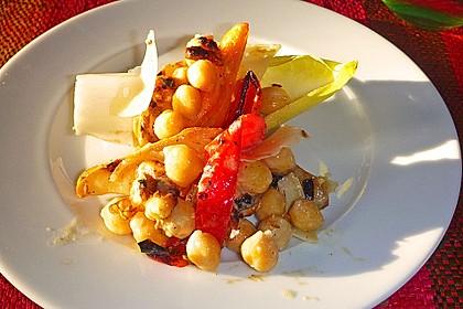 Kichererbsen-Salat mit Birne und Tahini-Dressing