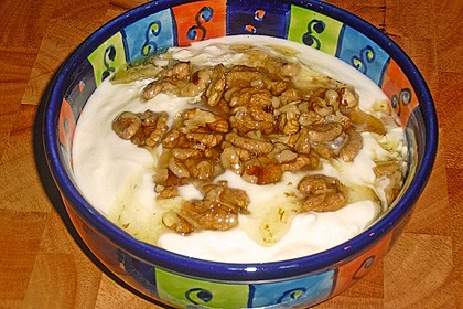 Griechischer Joghurt mit Honig und Nüssen 1